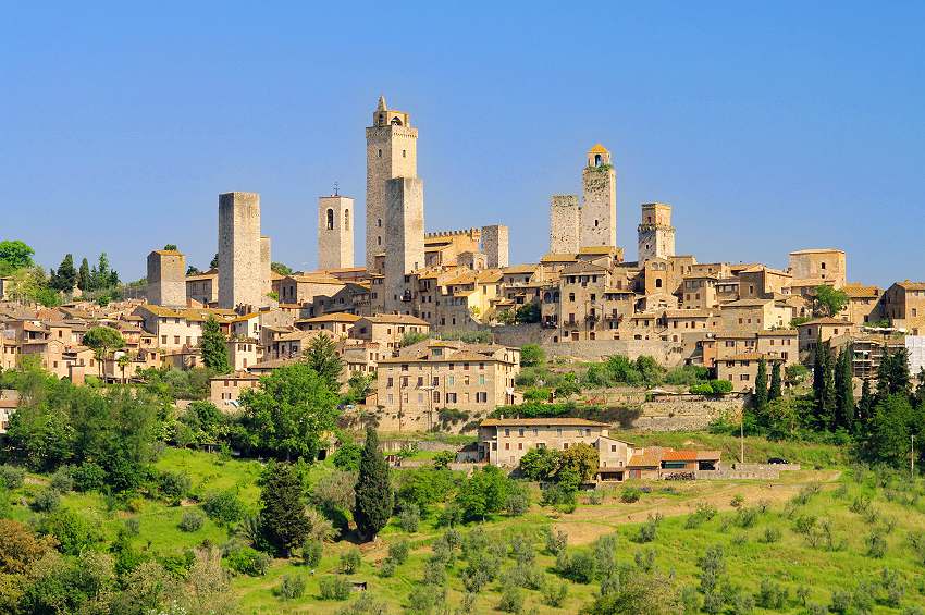 san gimignano the town that towers over the tuscan. Black Bedroom Furniture Sets. Home Design Ideas