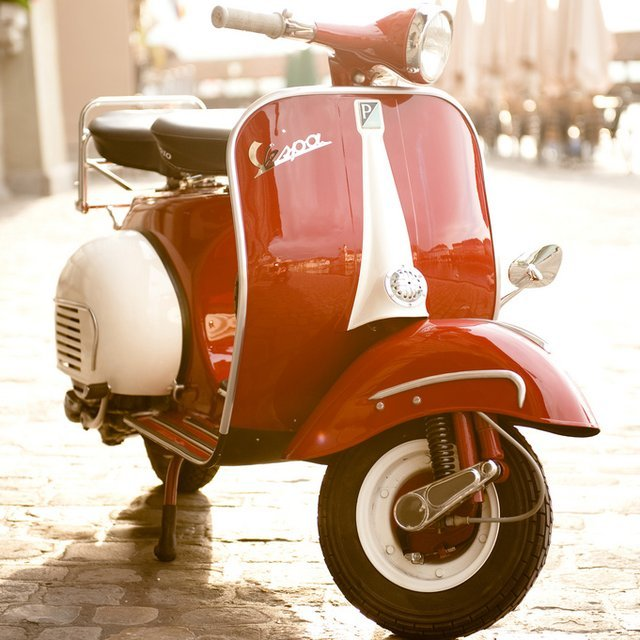 classic vintage vespa a true symbol of italy. Black Bedroom Furniture Sets. Home Design Ideas